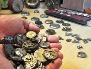 Empresa de joias descobre acervo de relógios antigos em Guaramirim
