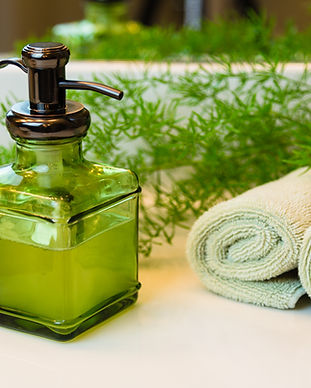 Pump-bottle-with-liquid-soap-and-towels-
