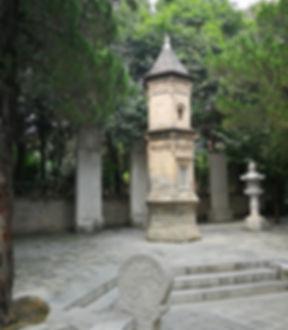 Big white goose pagoda garden