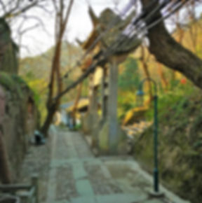 Road to the Baochu pagoda