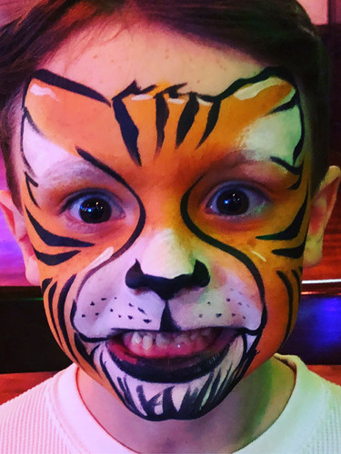 Quality face painting in Knoxville TN and surrounding area.  Kid's birthday party entertainment