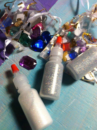 Lots of glitter and jewels for sparkling birthday parties, fairy and princess parties in Knoxville TN