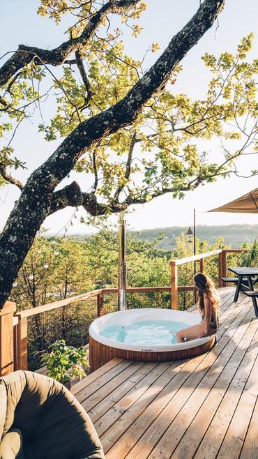 jacuzzi privatif avec vue sur les coteaux du quercy