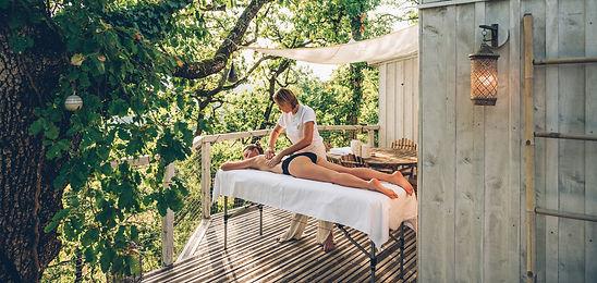 laissez vous tenter par un massage lors de votre nuitée detox à Pella Roca