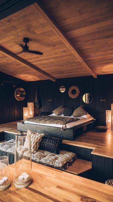 un lit douillet, un matelas aux matières naturelles, une belle vue
