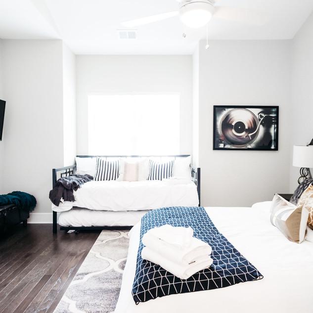 Bed Room 2.2J-19.jpg