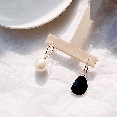 Pearl Black Crystal Asymmetric Earring