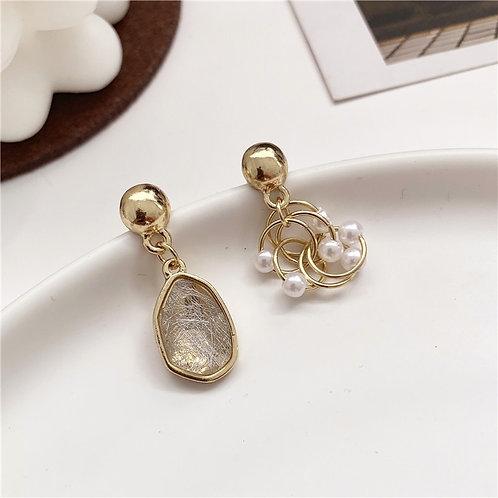 Asymmetric Metal Pearl Earring