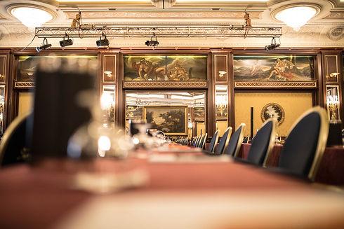 CONFERENCE HOTEL; HOTEL DE CONFERENCES; КОНФЕРЕНЦ-ОТЕЛЬ; EVENT MANAGER; AUDITORIUM; CONFERENCE ROOM; SALA DE CONFERENCIAS; SALLE DE CONFERENCE; КОНФЕРЕНЦ-ЗАЛ