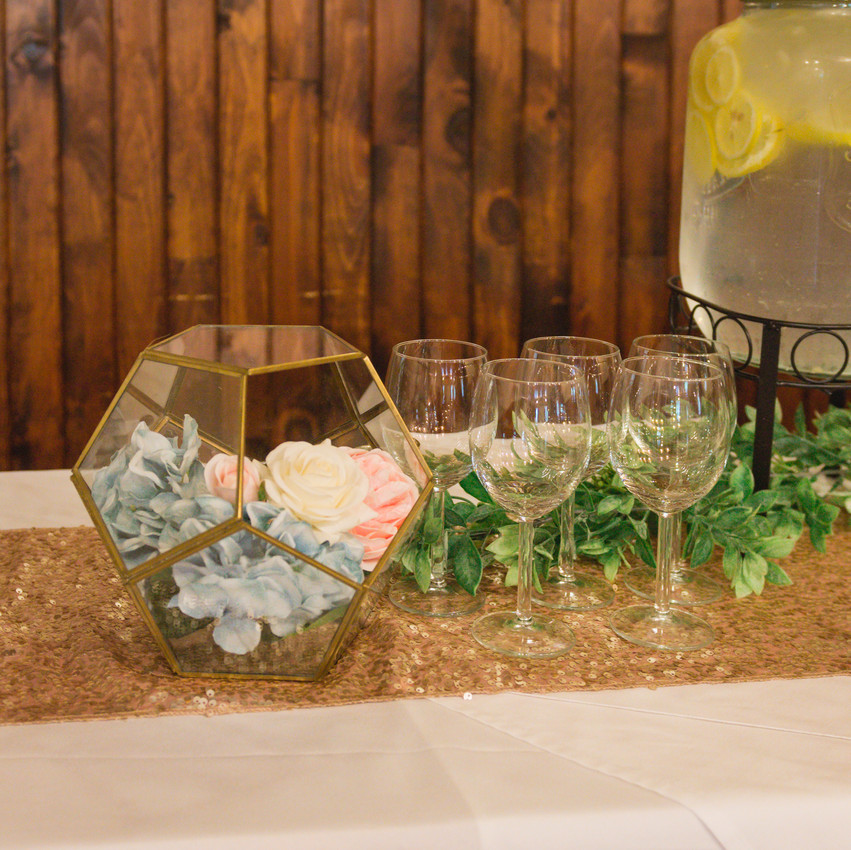 Styled Shoot at Pine Lodge - Melissa Lafrance Florals & Ottawa Mobile Bartenders