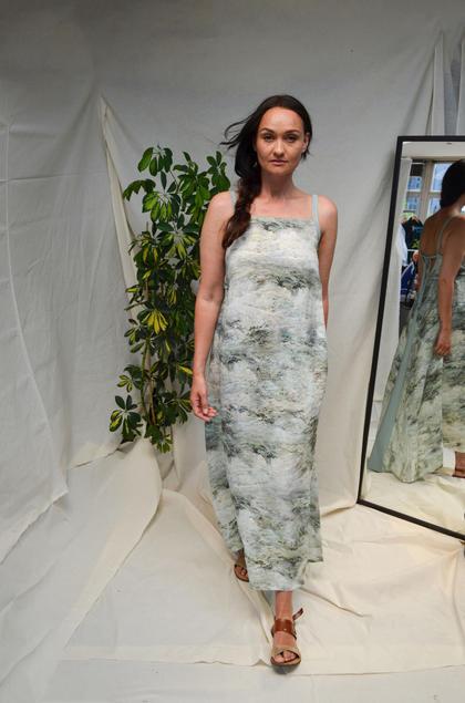 'Aqua' Lange linnen wikkeljurk met digitale zeeprint