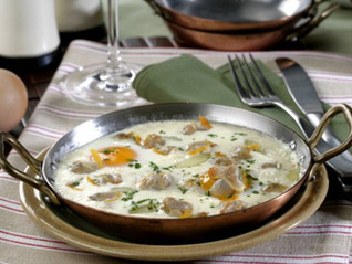 Huevos a la cazuela con patatas y berberechos