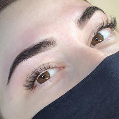 Hybrid Lash Extensions and henna brow
