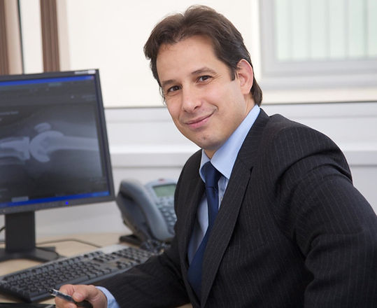 North Wales Orthopaedic Surgeon/Mr Koldo Azurza/Hip & Knee Specialist