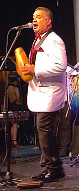 Luis Cantando Premio.jpg