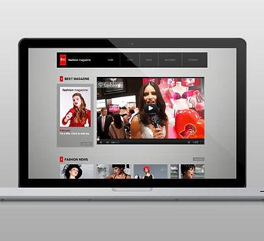 Página web en la computadora portátil