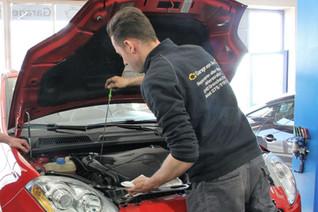 Regelmässiger Service und Unterhalt Ihres Autos ist wichtig