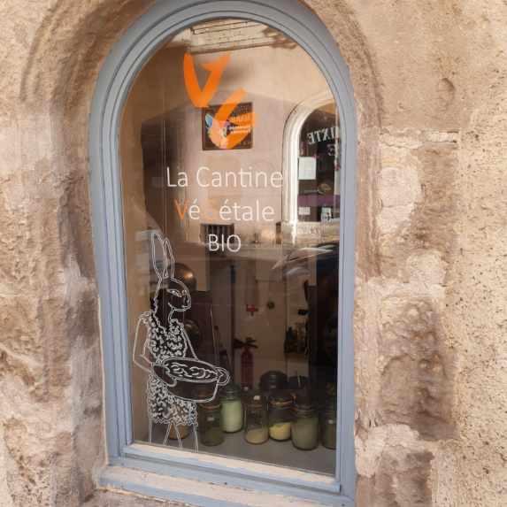 Création de vitrine Cantine végétale arles