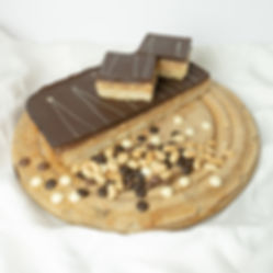 Real Patisserie English cakes - Chocolate, toffee & peanut square