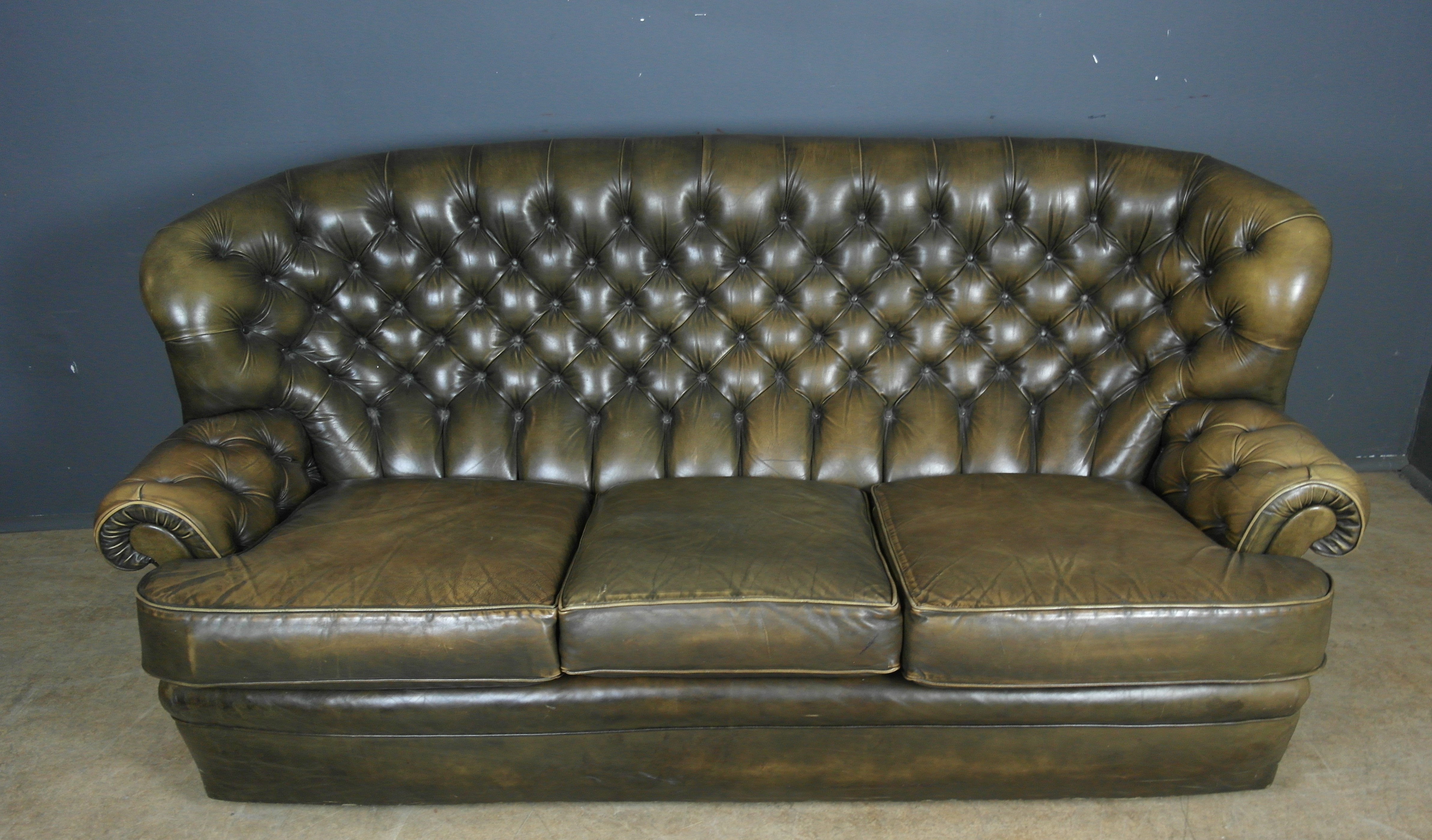 VINTAGE PEGASUS GOLDEN GREEN LEATHER CHESTERFIELD SOFA
