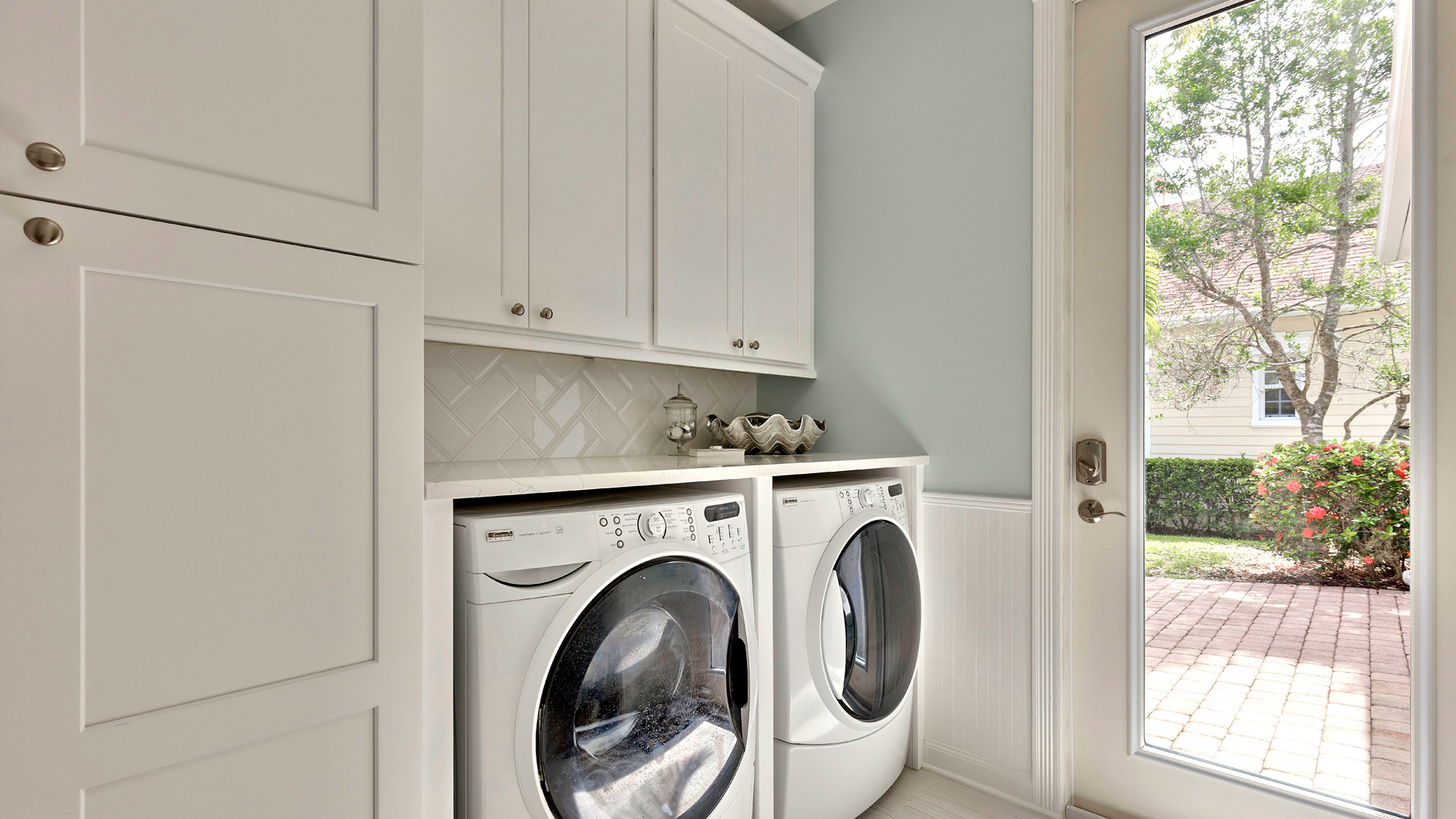 136 Sweet Bay Cr laundry room-2.jpg