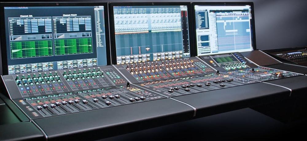 Logiciel Nuendo et console Yamaha dans un système cohérent et complet.