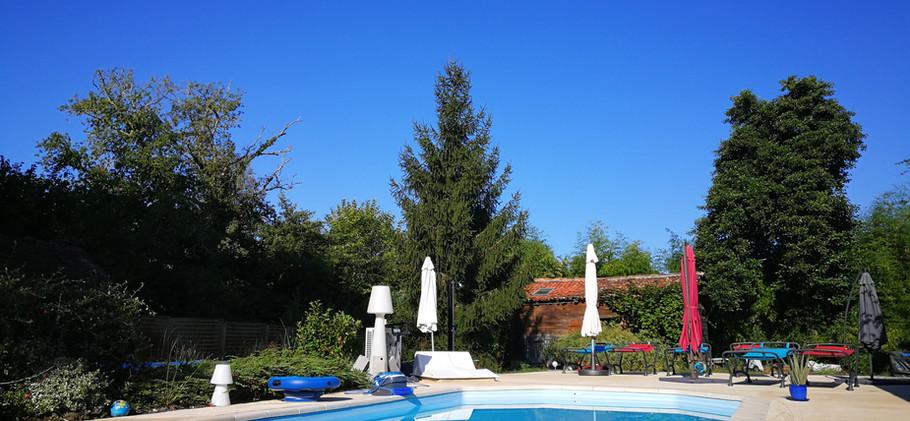 Terrasse et piscine.jpg