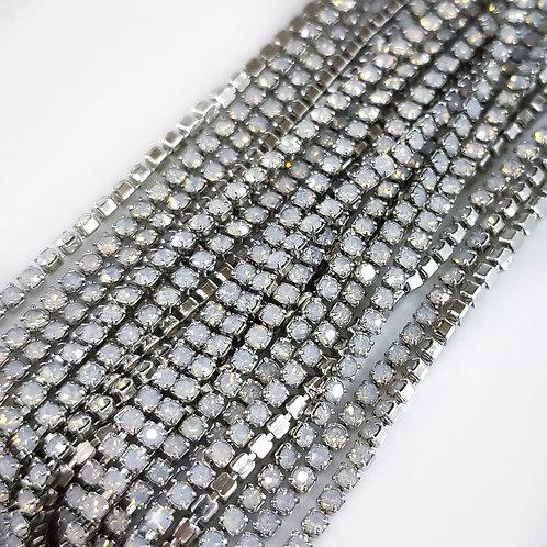 Стразовая цепь~ Опаловая белая в серебре 1,4мм (10см)