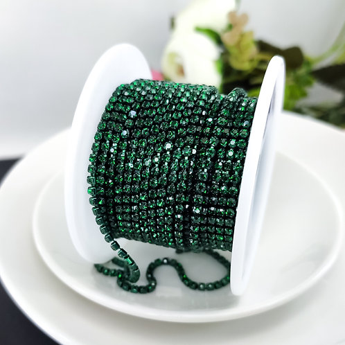 Стразовая цепь ~ Темно-зеленая в оправе в тон 2мм (10см)