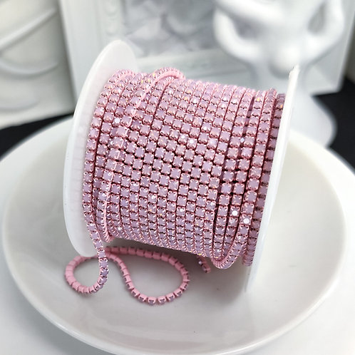 Стразовая цепь ~ Опаловая нежно розовая в розовой оправе 2мм (10см)