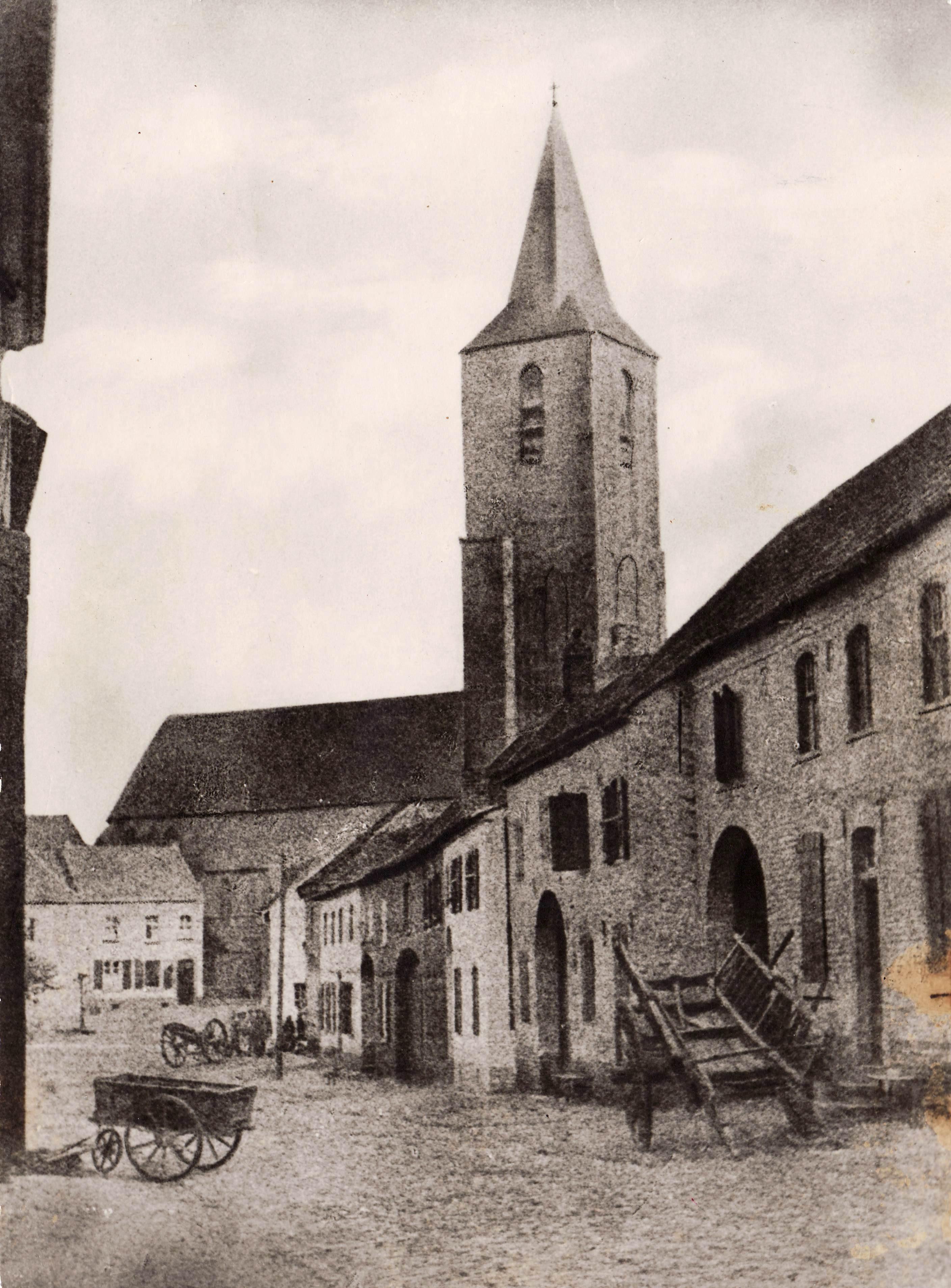 Kirche mit Marktplatz 1890
