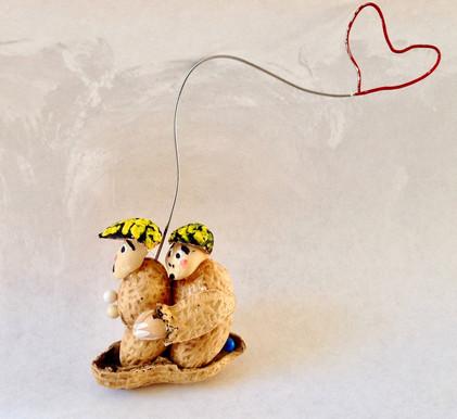 Peanut couple,2017, peanut and wire