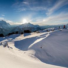Schneeschuhlaufen und Landschaft am Hasl