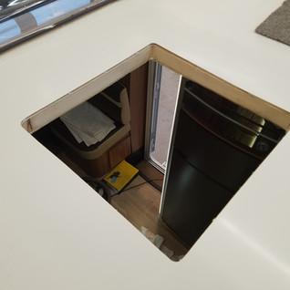 Das Dach mit einem Holzrahmen verstärken.
