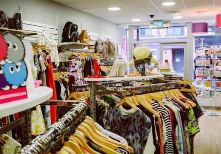 英國讀者分享:無處不在的慈善商店