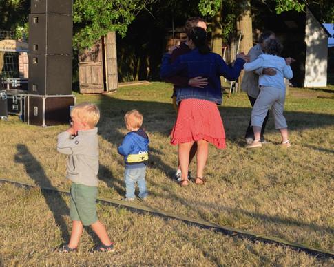 Les familles ont bien profité du bal avec Ambiance Guinguette