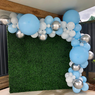 blue, white and silver balloon garland
