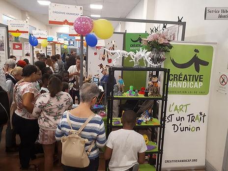 Photo du stand de Créative Handicap durant la journée