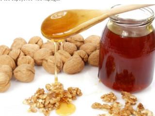 Μέλι με καρύδια. Μια γλυκιά ανάμειξη