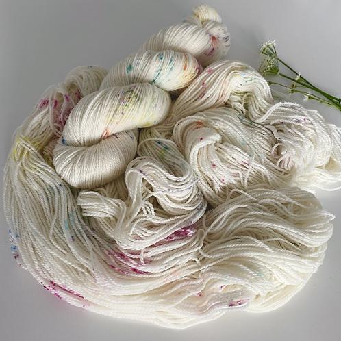 CONFETTI White Gum Wool 100g