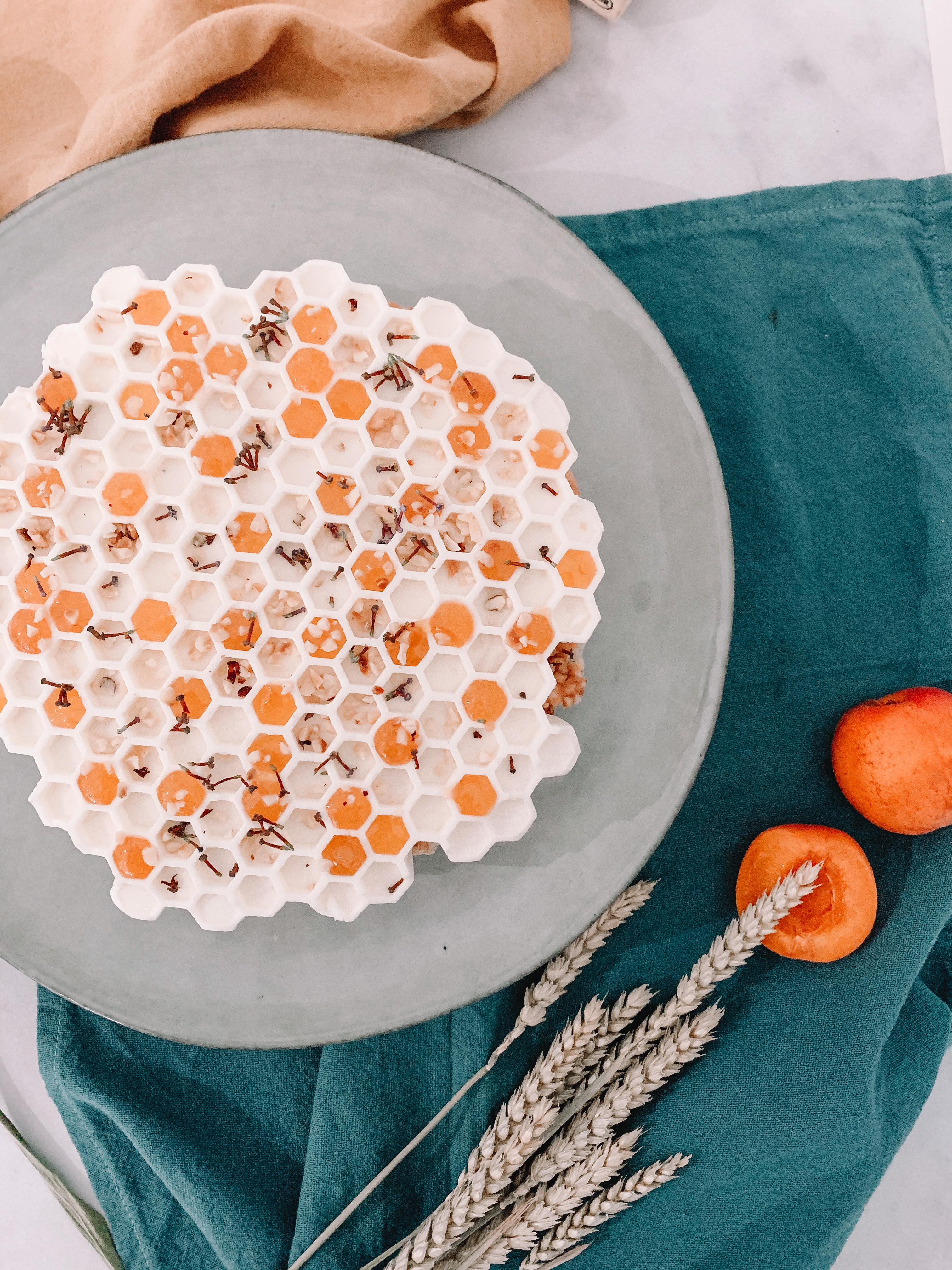 Entremet nougat, noisette et abricot