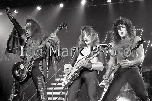 Kiss 8X12 Photo
