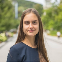 Ekaterina Semenova headshot.PNG