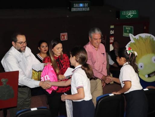 Los niños de Colima, México reciben a Clan con mucha alegría