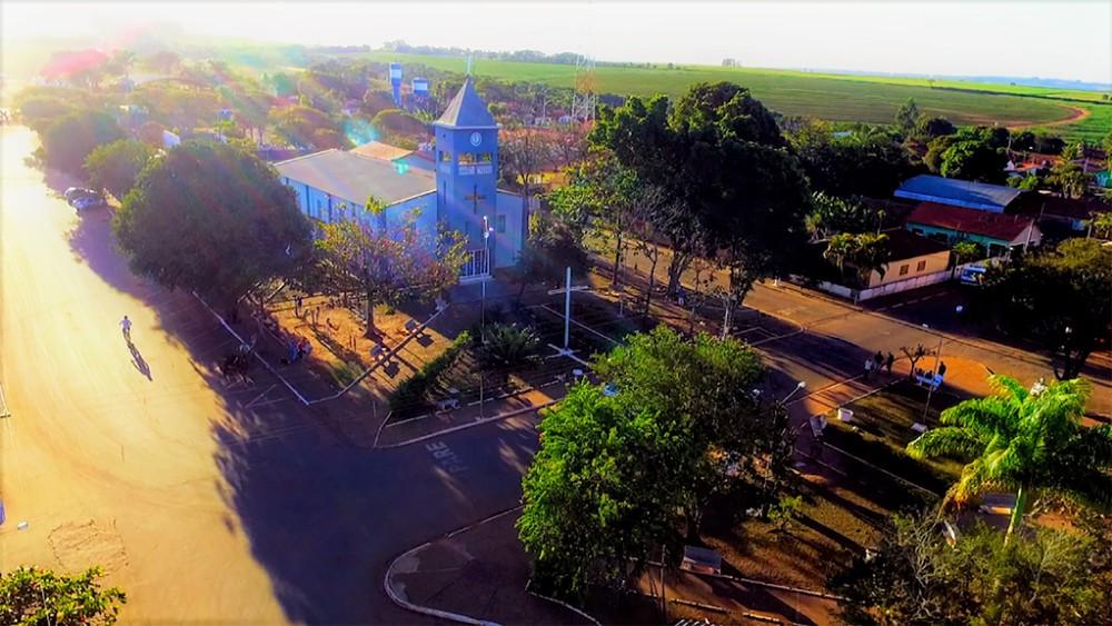 Imagem aérea da Praça da Matriz, centro e referência do distrito de Venda Branca. — Foto:  VANDER FILHO