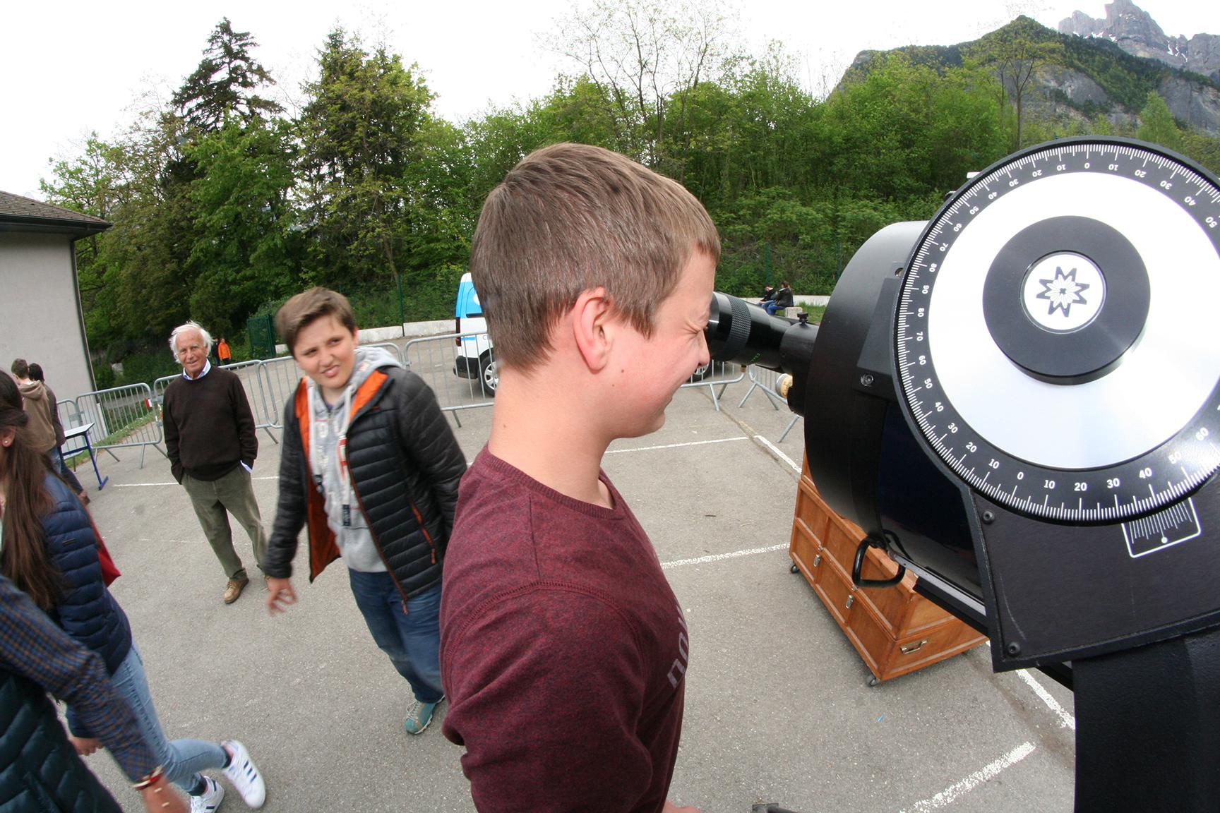 Observation au télescope