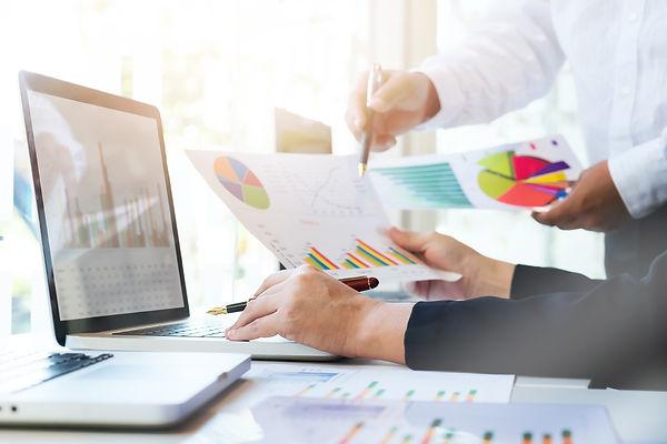 startup-business-teamwork-meeting-concep