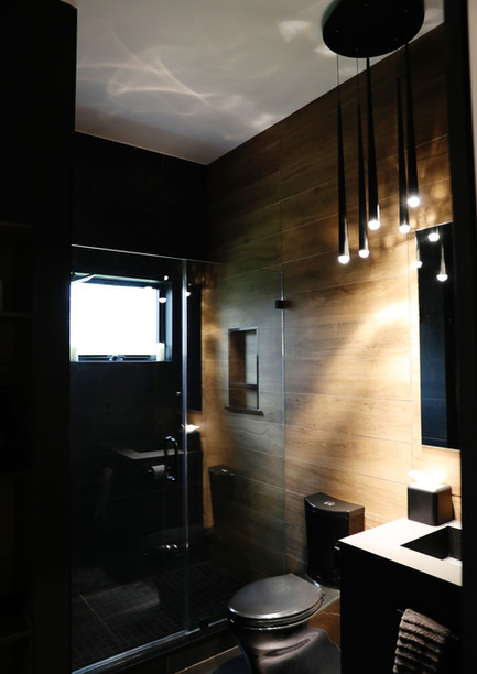Black and White bathroom.jpg