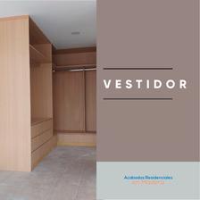 Vestidor de melamina fabricado por Acabados Residenciales en Madera, Puebla.