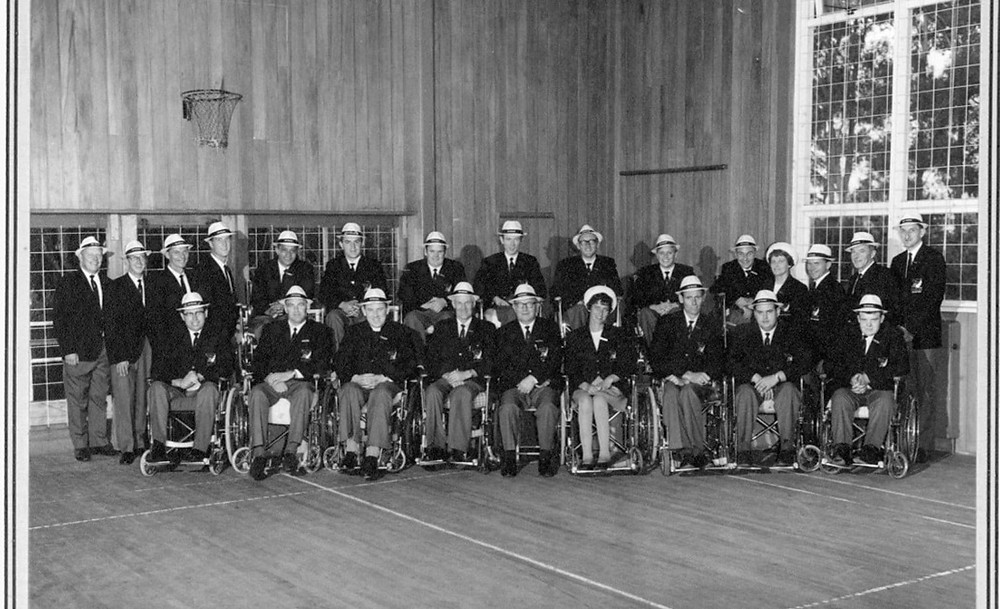 ack and white team photo of the first NZ Paralympic Team